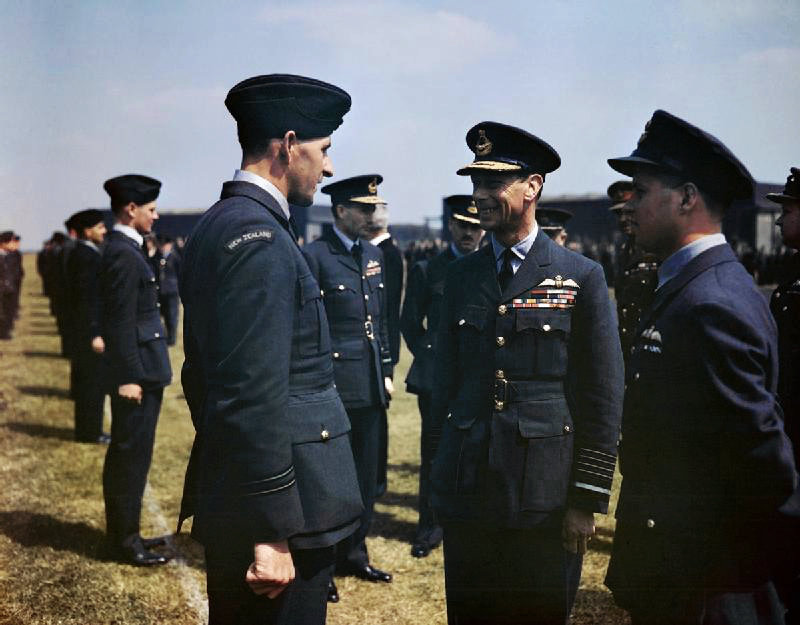 Left to right: Les Munro, King George VI and Guy Gibson on 27 May 1943.