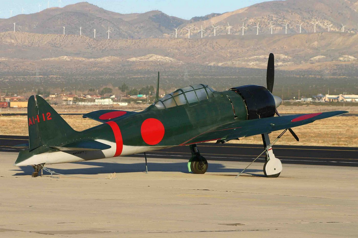 "Mitsubishi A6M3 Zero AI-112 (NX553TT) seen at Mojave Airport during the shooting of the movie ""Pearl Harbor"". (Photo Alan Wilson (CC BY-SA 2.0))"