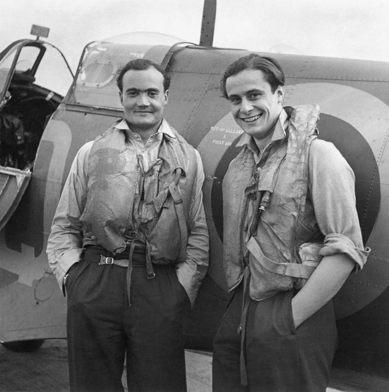 F/L Brian Kingcome (left), CO of No 92 Squadron RAF and his wingman F/O Geoffrey Wellum, next to a Supermarine Spitfire at RAF Biggin Hill, Kent, 1941. (Photo IWM Crown Copyright)