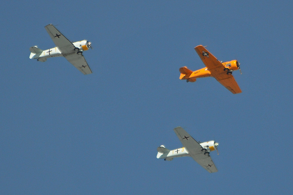 Three SNJ/T-6 of the COndor Squadron in formation. The accident aircraft is the closest one on this shot. (Photo Alan Wilson (CC BY-SA 2.0))